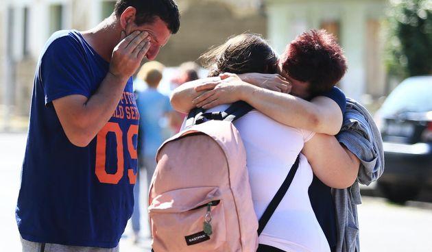 Neopisiva tuga i suze na licima učenika OŠ Dalj: Umjesto na ekskurziju, vratili su se kući - bez dvije djevojčice