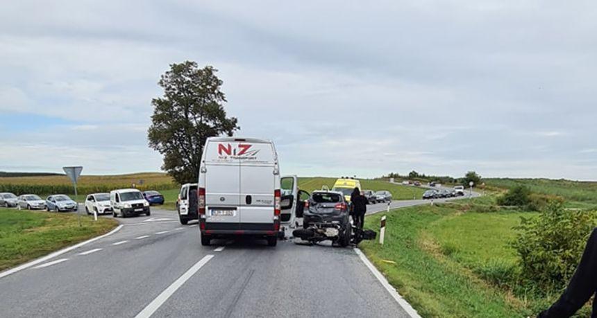 FOTO Nesreća na cesti između Štrukovca i M. Središća: Sudar između motociklista, auta i teretnog vozila!
