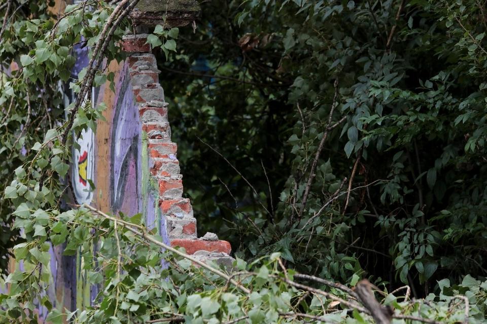Stablo srušilo dio Šećeranskog zida
