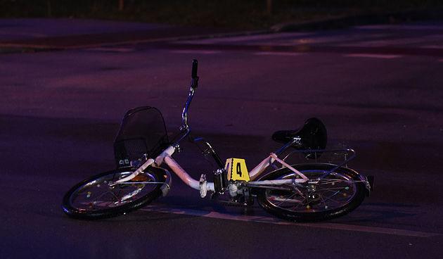 Vozačica bicikla (75) teško ozlijeđena: Autom ju pretjecao pa udario u bicikl i srušio