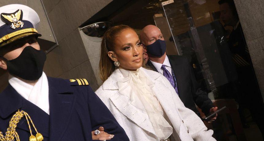 Nakon Gagine crveno-crne haljine, Jennifer Lopez zasjala sva u bijelom izdanju