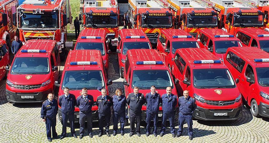NAJLJEPŠI POKLON Osam međimurskih vatrogasnih društava dobilo nova kombi vozila