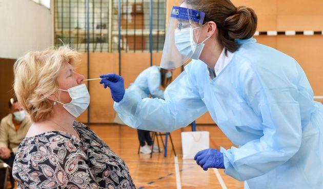 Koronavirus ilustracija, test, antigenski test, testiranje