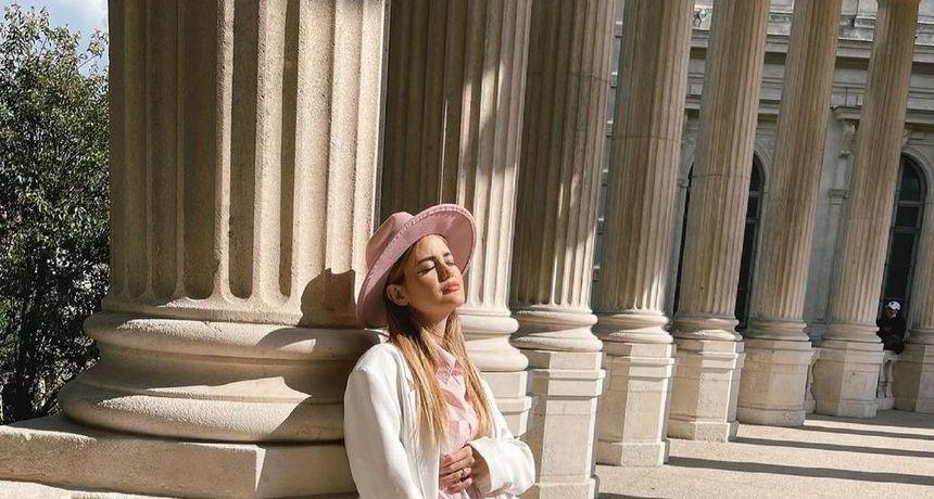 Adriana Đurđević objavila novu fotografiju trbuščića u rozom stylingu od glave do pete