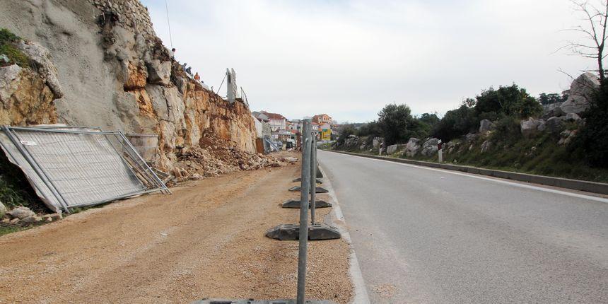 Zbog vjetra na Jadranskoj magistrali zabranjen je promet za autobuse na kat i kamp prikolice