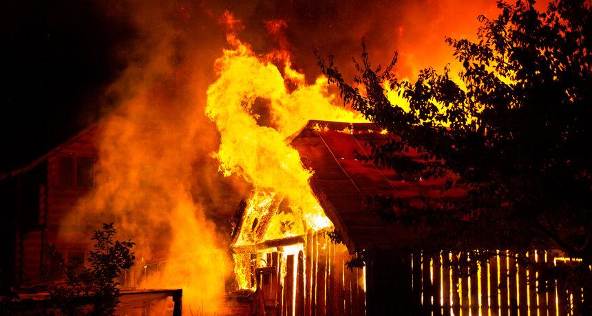 Tragedija u Gorskom kotaru: Zapalila se obiteljska kuća, jedna osoba poginula