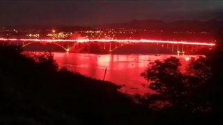 (VIDEO) VJEČNA IM SLAVA! Armada na Krčkom mostu zapalila 222 baklje za poginule heroje iz Domovinskog rata