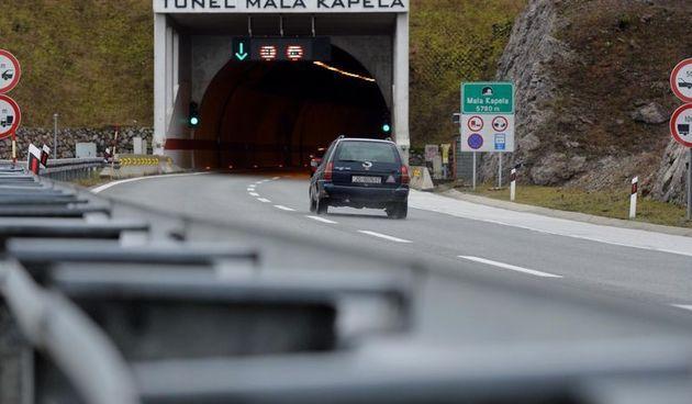 Teška prometna nesreća u tunelu Mala Kapela: Muškarac poginuo, jedna osoba ozlijeđena; promet ponovno uspostavljen od 15.45