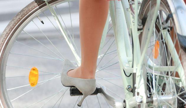 bicikli biciklist biciklistkinja bickl peta žena legica