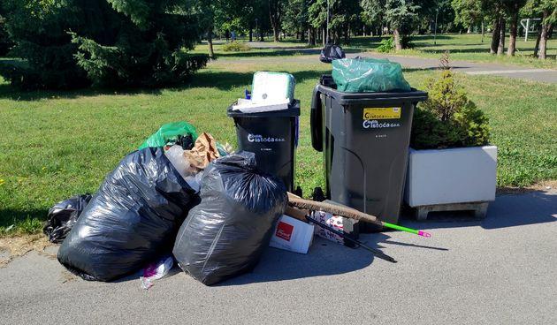 otpad, smeće, crna kanta