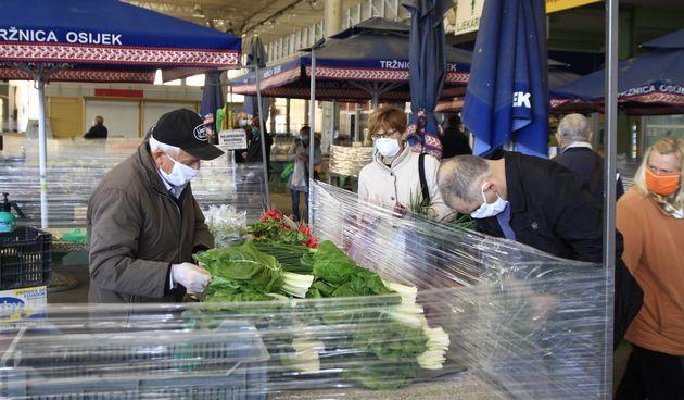 Šoping na osječkoj tržnici u doba koronavirusa