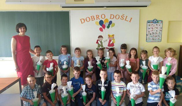 Dugoreško DND Jozefina uljepšao prvi dan škole -  99 prvašića u obje osnovne i svim područnim školama dobili prigodne poklone