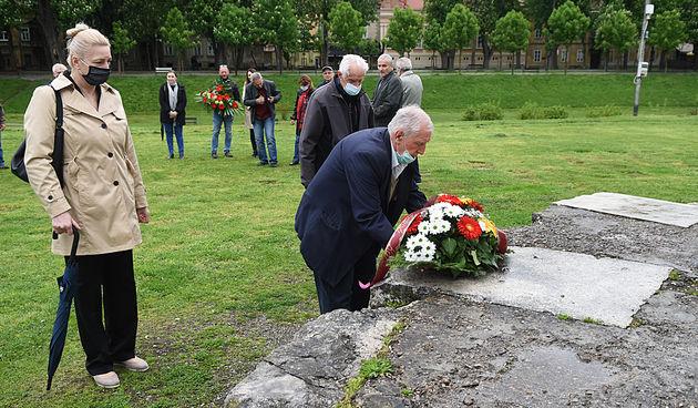 Županija ponovo ignorirala Dan oslobođenja Karlovca, ali došli predstavnici Grada, udruga, stranaka: Možda je to znak da će se uključiti u rješavanje problema