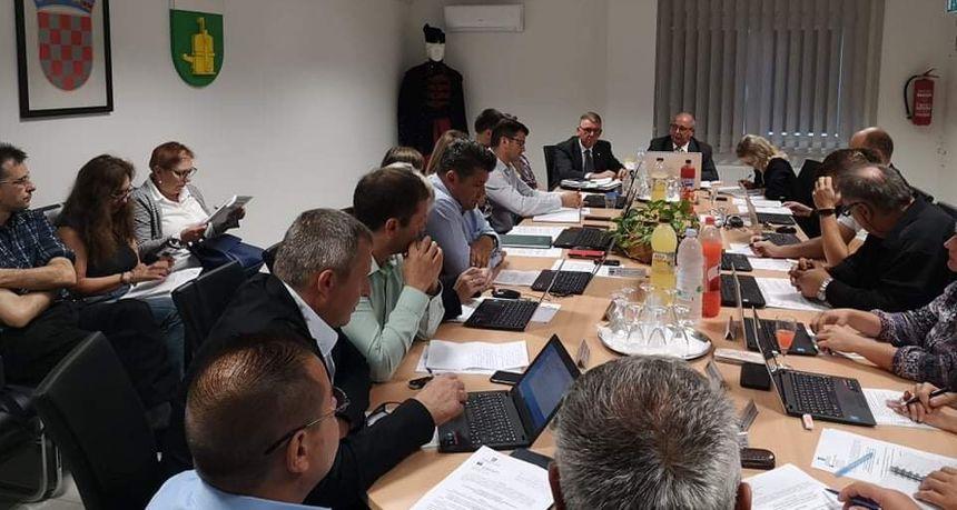 AKTUALNI SAT Vijećnici 'bombardirali' s pitanjima gradonačelnika Dražena Srpaka
