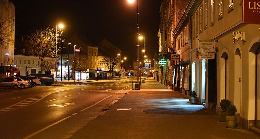 FOTO, VIDEO Karlovčani konačno shvatili opasnost od koronavirusa - sinoć prazne ulice, ali i parkovi i benzinske