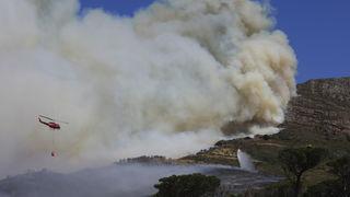 Požar je već uništio dio knjižnice, a upravo se približava središtu Cape Towna