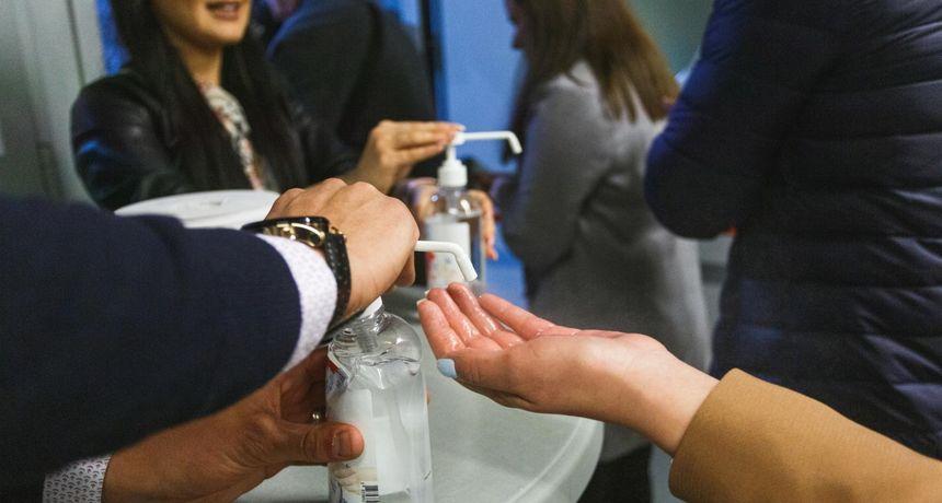 Gel za dezinfekciju ruku možete napraviti i samo kod kuće - potrebna su vam samo dva sastojka