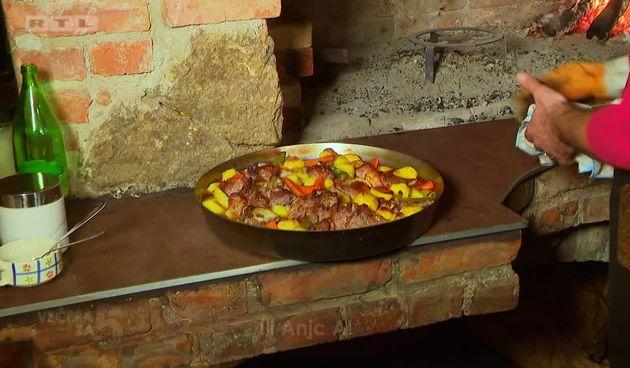 Jelo koje se jednako voli u svim krajevima Hrvatske: Teletina ispod peke!  (thumbnail)
