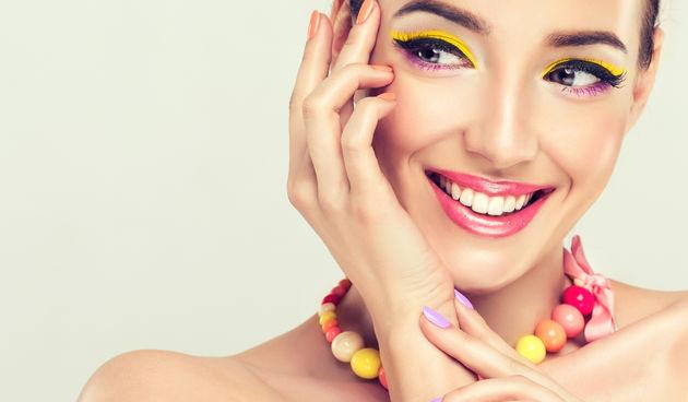 ruke, žena, lice, šminka