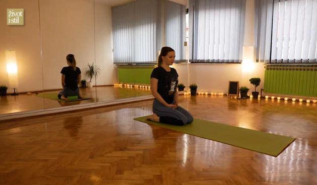 Vježbajte s Ines kod kuće: Joga protiv bolova u donjem dijelu leđa (thumbnail)