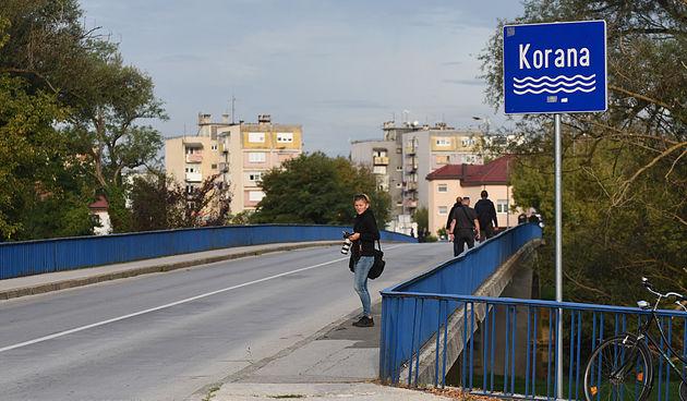 Koranski most noćas dobio ime po Gromovima, SDP-ovci napustili sjednicu, Mandić: Rat je zlo. Ovo imenovanje je trenutak da formalno zaokružimo priču odavanja počasti braniteljima