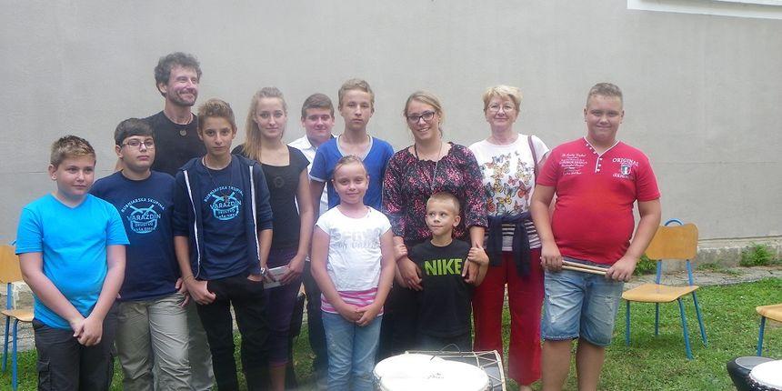 Park kreative: Bubnjar Zabranjenog pušenja Branko Trajkov djecu učio bubnjati
