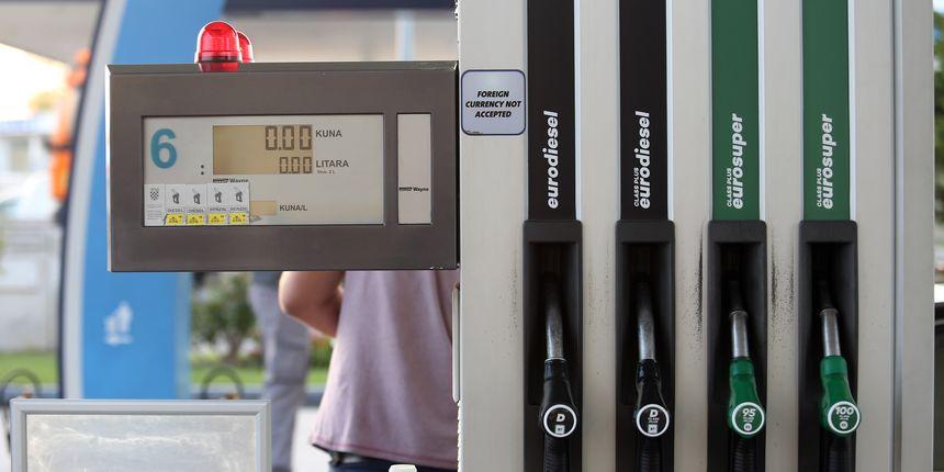 Važna informacija za vozače: Od ponoći vas na benzinskim crpkama čekaju nove cijene goriva