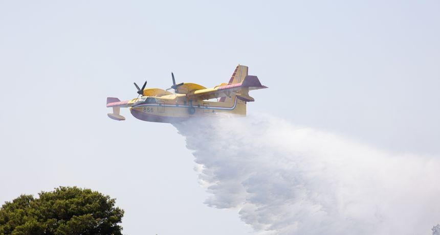 Dva Canadaira CL-415 gase požar kod Gradske deponije