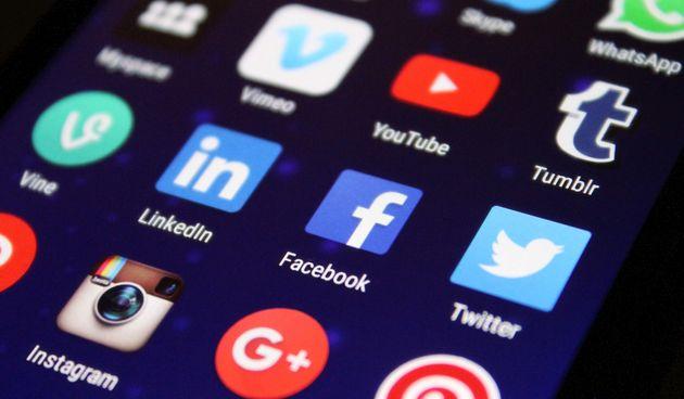 Saznajte kako promijeniti e-mail adresu na Facebooku
