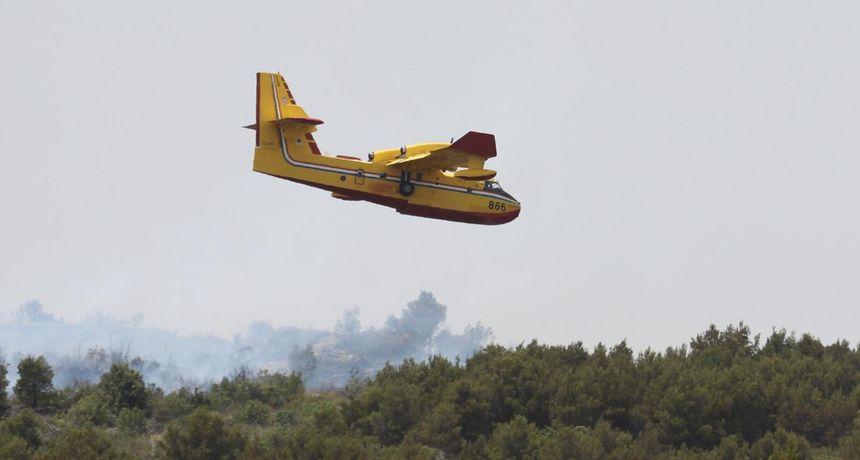 Dva kanadera gase požar  kod Prgometa, a dosad ove godine Oružane snage sudjelovale su u gašenju 125 požara