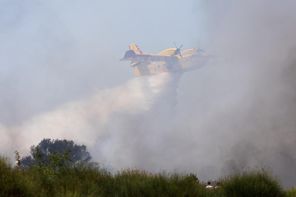 Vatrogasci i kanaderi lokalizirali požar u blizini gradskog deponija