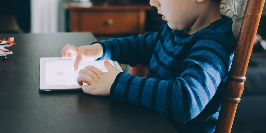 Roditelji, nemojte djeci mlađoj od dvije godine davati pametne telefone i digitalne igračke