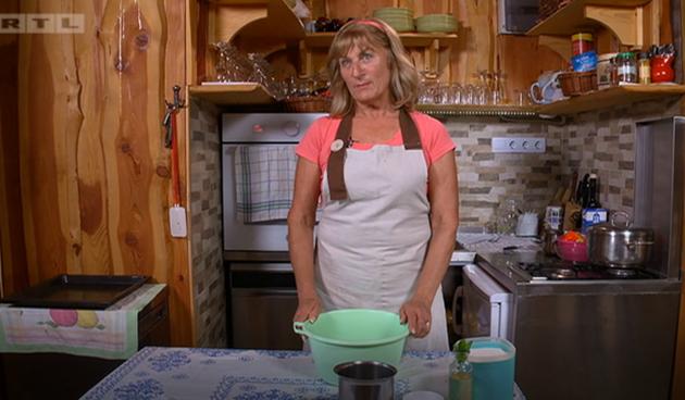 Ana u kuhinji