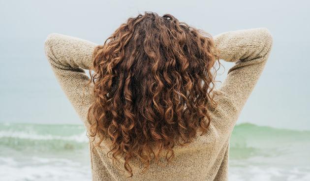 Smeđa kosa je in - u studiji 2011. muškarci su ocijenili brinete kao fizički atraktivnije kada su im prikazane slike iste žene crvene, plave ili smeđe. Smatraju da su brinete pouzdanije i stabilnije