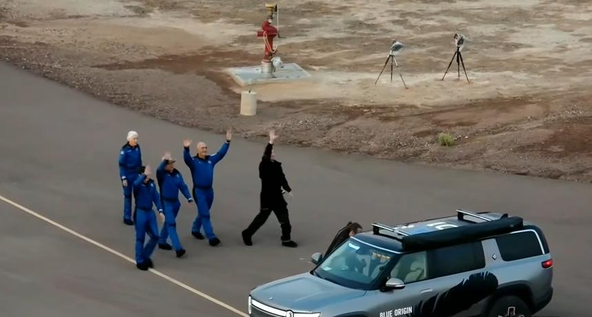 Bezosov povijesni suborbitalni let: Letjelicom se upravlja sa zemlje, nema posadu nego samo putnike koji daju znak za polijetanje