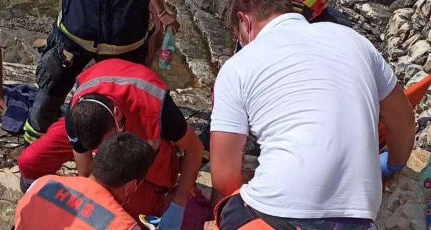 U Istri teško ozlijeđena 22-godišnjakinja: Skočila u more s visine od 14 metara. Policija izdala upozorenje