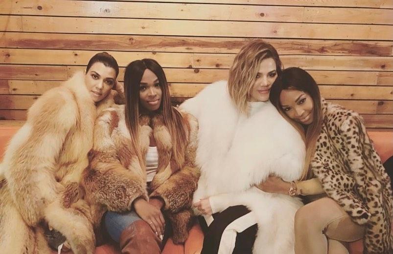 Khloe Kardashian, Kourtney Kardashian i sestre Malika i Khadijah