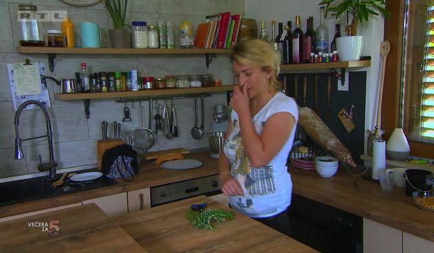 Ivana iz 'Večere za 5 na selu' poznata je i kao DJ Ivess: (thumbnail)