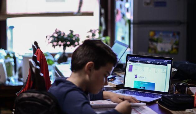 online nastava, laptop, učenik
