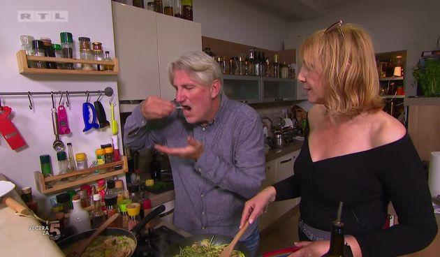 Karloti pomaže Zoranu u kuhinji: 'Je li ovo 'Večera za 5' ili 'Ljubav je na selu'?' (thumbnail)