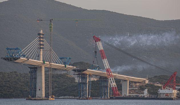 Zadnje rupe se mogu nabrojati na prste: Pogledajte kako danas izgleda gotovo završen Pelješki most!