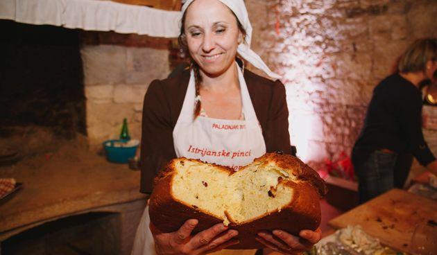 Zdenka živi u selu od pet obitelji, a želi srušiti i Guinnessov rekord: 'Ja sam sama svojim rukama mijesila tu pincu od 31 kg!'