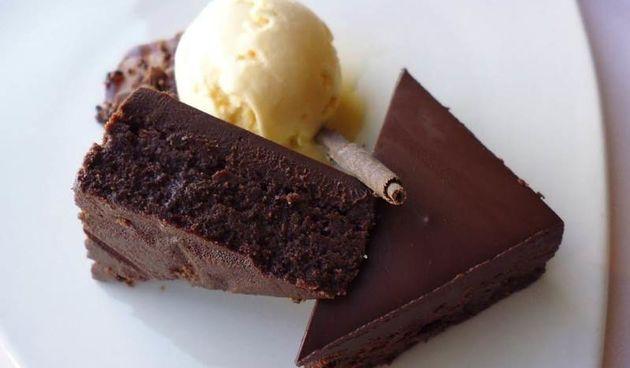 Za sve ovisnike o čokoladi: najjednostavniji i najukusniji čokoladni kolač