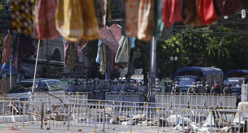 UN je procijenio da najmanje 100.000 ljudi bježi od nasilja u istočnom Mianmaru od nasilnih napada vojske