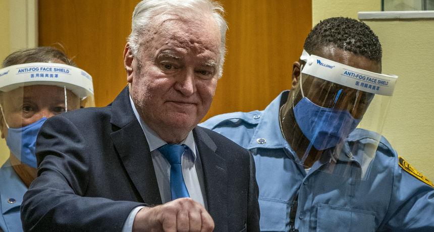 FOTO Sva lica krvnika iz sudnice: Ratko Mladić se smijao i gestikulirao za kamere!