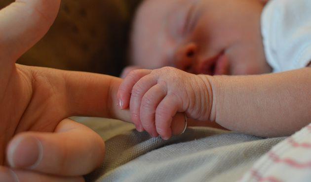 Naravno da beba voli svoje roditelje, ali  lijepo je znati iščitati ljubav iz njezinog ponašanja