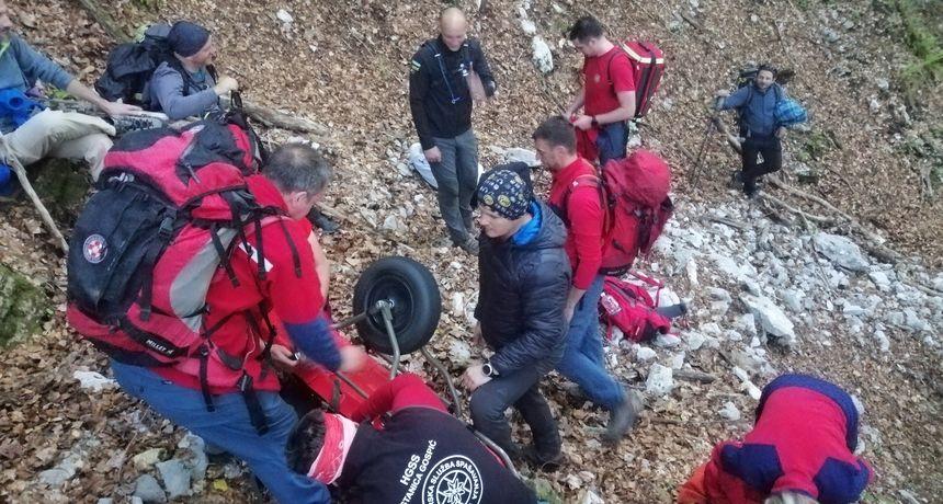 Gorski spašavatelji tražili izgubljenu djevojčicu i spasili planinara na Velebitu - djevojčica odlutala igrajući igru na mobitelu
