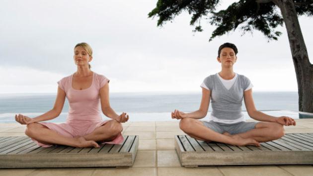 Meditacija - stres uzrokuje nakupljanje sala oko struka. Meditirajte ili činite bilo što što vas opušta kako biste smanjili stres, a time i trbuh