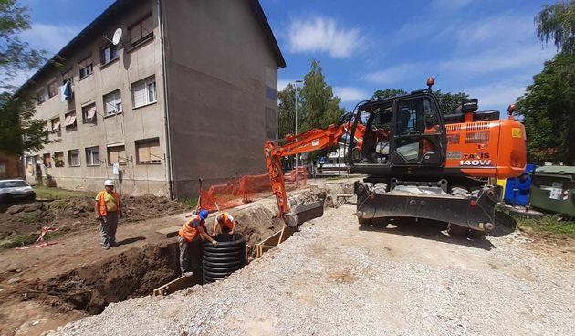 S ljetom počeli radovi na gradskoj infrastrukturi - bageri i radnici u akciji u Naselju Marka Marulića i na Drežniku