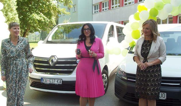 Dugoreška Osnovna škola Ivan Goran Kovačić za prvi dan nove školske godine ima novi kombi - vozit će hranu dok se ne oformi školska kuhinja